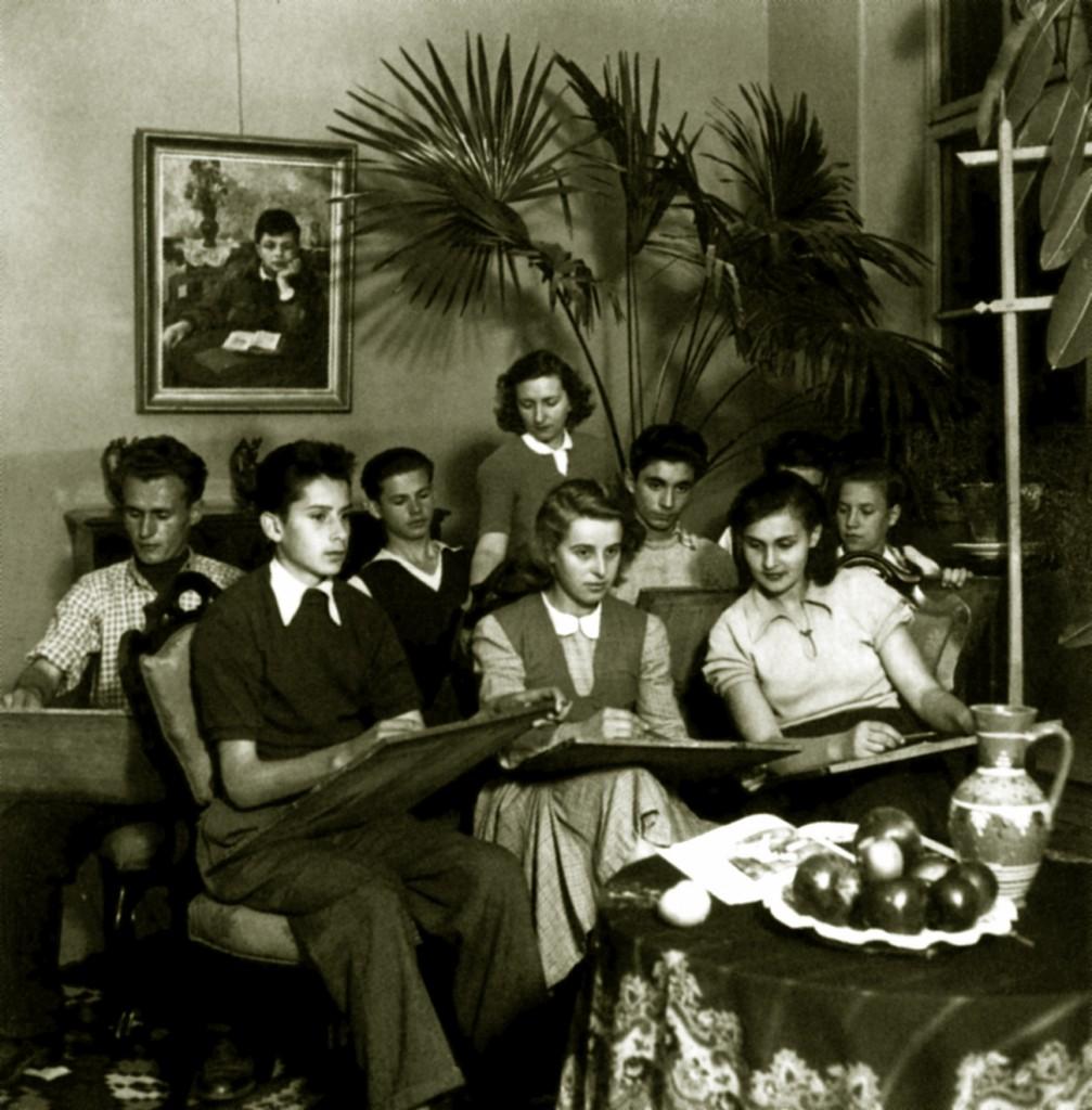 7 NB_Allami Kepzomuveszet Kozepiskola_ L Agrikola muhely_1953 color
